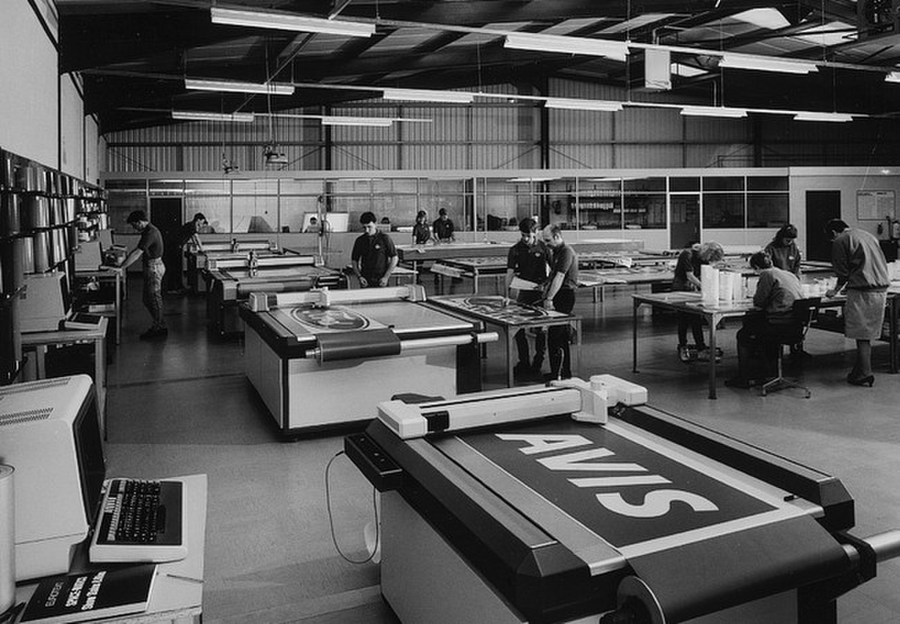 Smith-Sign-And-Display-Shopfloor-In-1980.jpg